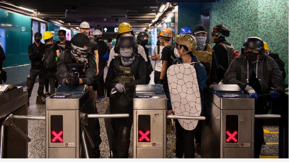Летището в Хонконг възобнови работа, но са възможни нови спирания на полети