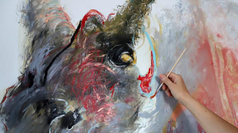Изложба от произведения на хора с увреждания и майки на
