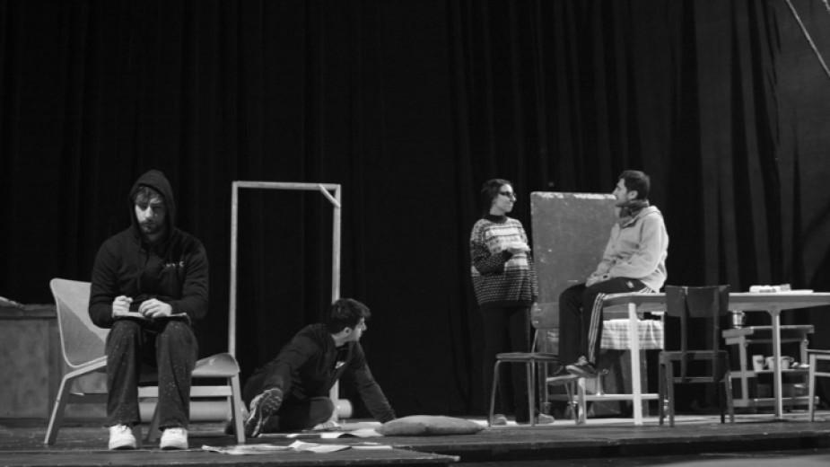 """""""Лунните деца"""" с премиера в Младежкия театър """"Николай Бинев"""""""