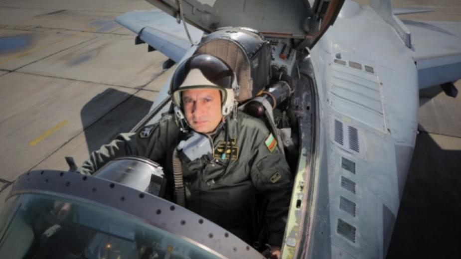 Съпругата на загиналия летец Валентин Терзиев: Обичам те! Ще ми липсваш ...