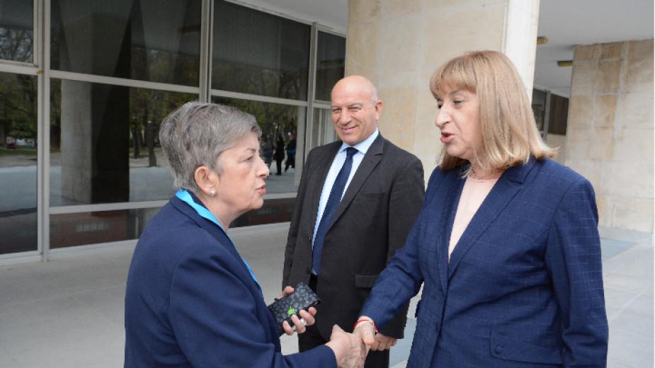 Цецка Цачева участва във форум на
