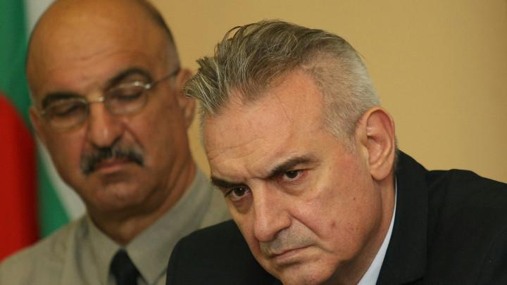 Депутатът НФСБ Валентин Касабов (вдясно), който нарече протестиращите