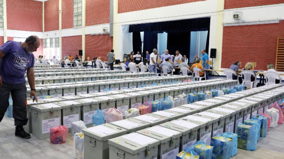 Подготовка и доставка на урни за гласуването на евроизборите в Кипър, Никозия, май 2019 г.