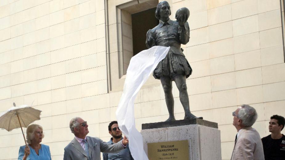 Принц Чарлз откри статуя на Шекспир в сърцето на Хавана