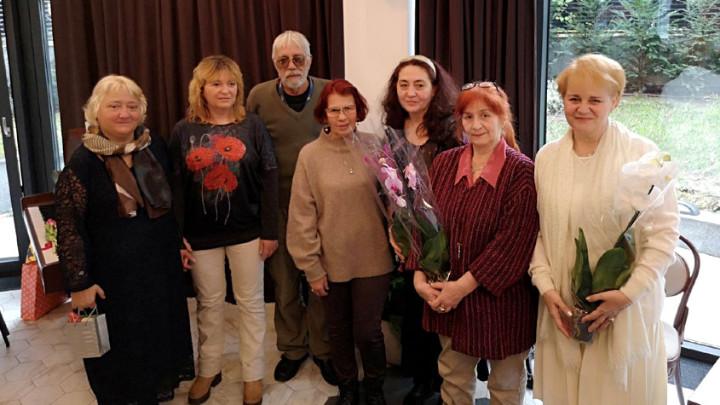 Участниците в литературното матине отляво надясно: Росица Кунева, Ирена Панкева, Божидар Томов, Ангелина Бакалова, Димитрина Кюркчиева, Надя Попова и Елка Няголова.