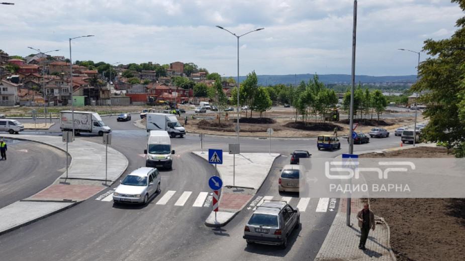 Новото кръгово кръстовище във Варна на бул.