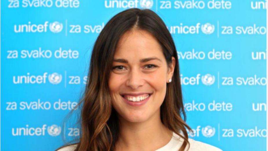 Ана Иванович дари респиратори на Сърбия