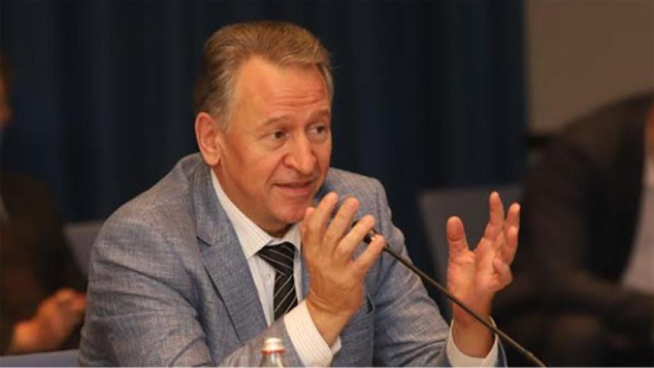Пред bTV здравният министър Стойчо Кацаров защити промените в ограничителните