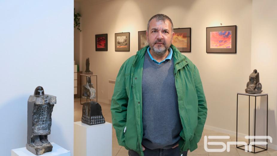 """Галерия """"Контраст"""" представя самостоятелната изложба на скулптора Георги Маринов, която"""