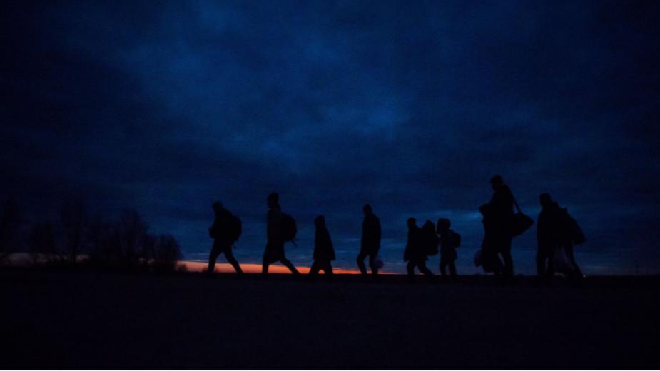 Втори ден продължава мигрантската криза в автономния испански град Сеута,