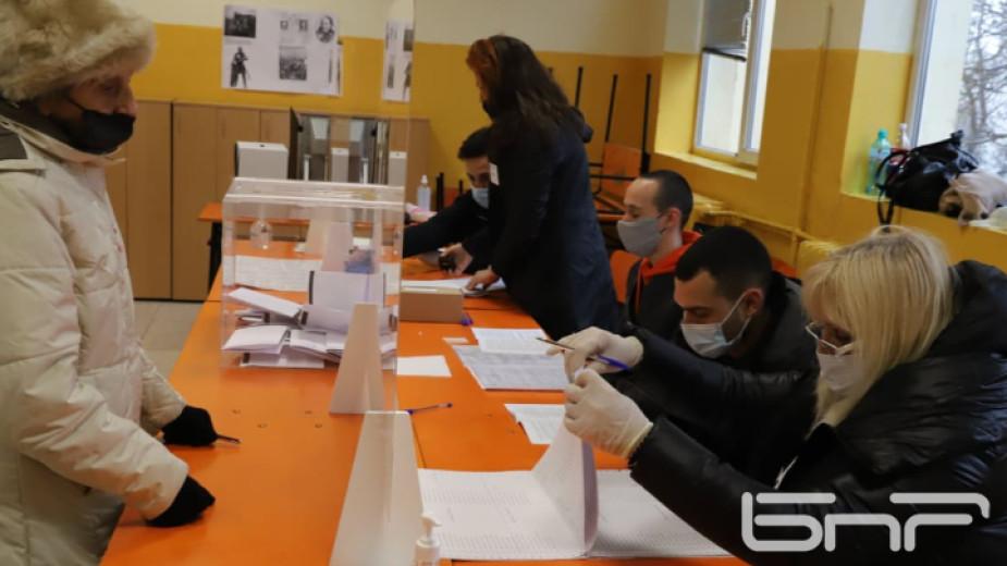 Екип на Организацията за сигурност и сътрудничество в Европа наблюдава