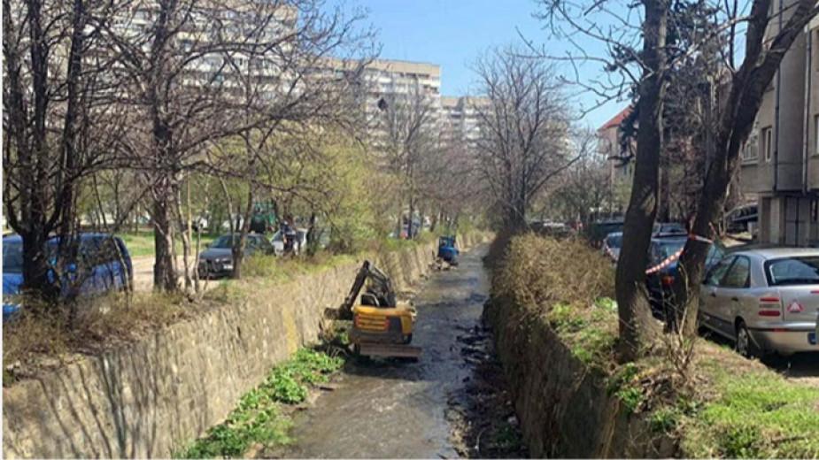 Започва плановото почистването на речните корита, съобщиха от Столичната община.