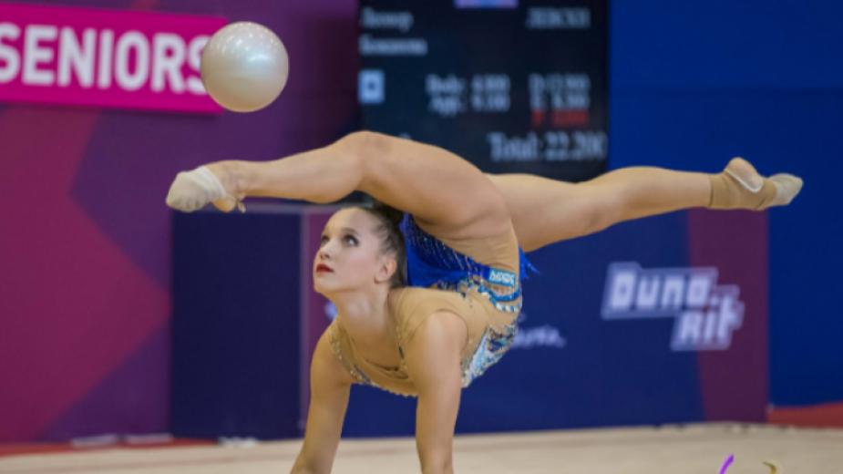 Татяна Воложанина се класира за финала на топка на Световната