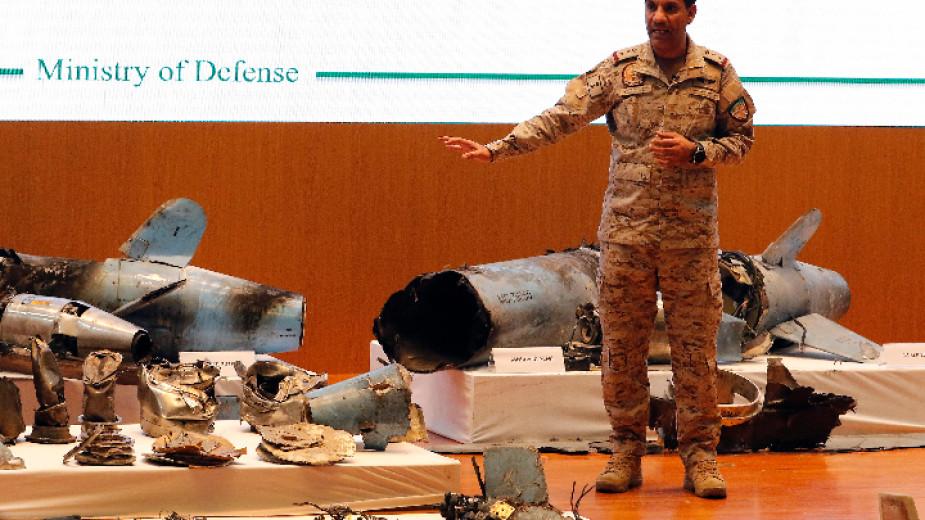 Военното министерство в Рияд показа останки от предполагаемите ракети, използвани за атаката в Саудитска Арабия.