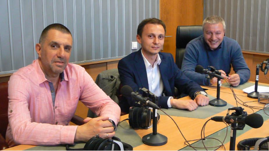 """Юрий Дачев, Мартин Чорбаджийски и Митко Новков (отляво надясно) в студиото на програма """"Хр. Ботев"""""""