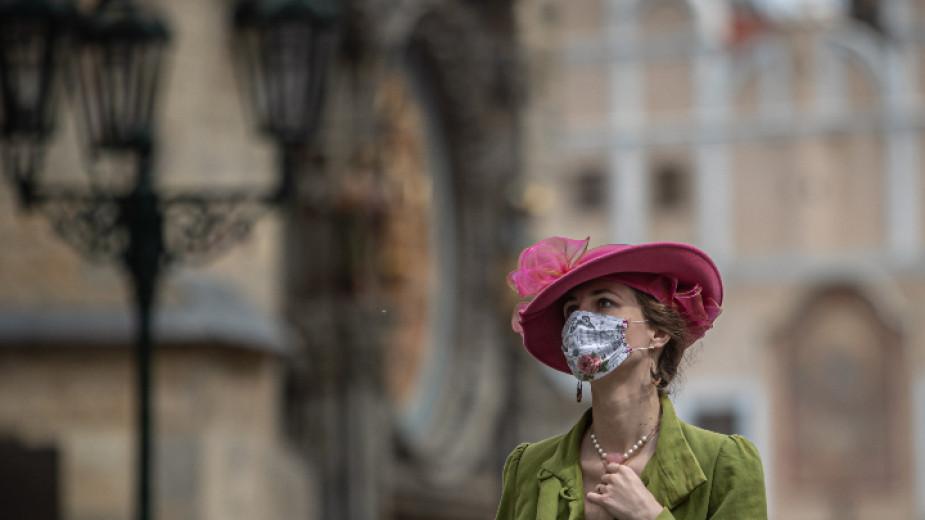 Ретро стайлинг със защитна маска -  Прага, 24 април 2020 г.