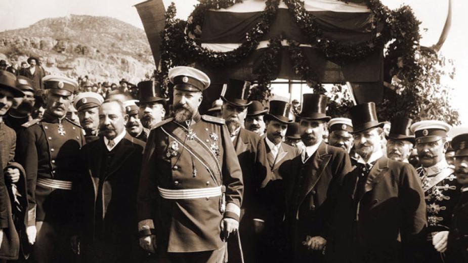 Fürst Ferdinand I. und die bulgarische politische Elite bei der Unabhängigkeitserklärung am 22. September 1908