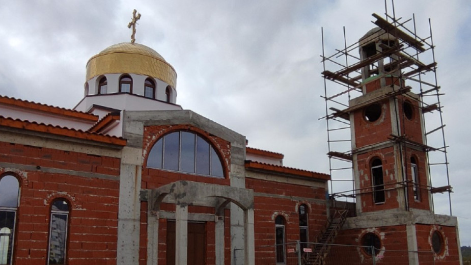"""Новоизграждащият се православен храм в Сливен """"Св. Петка"""" на хълма"""