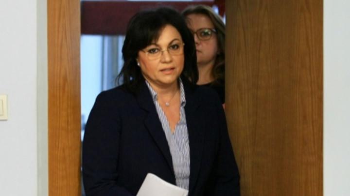 Председателят на БСП Корнелия Нинова и членове на партията дадоха пресконференция в централата на партията.