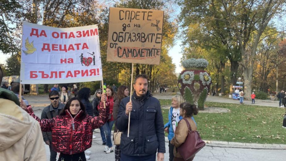 Стотици русенци излязоха тази вечер на протест срещу ограничителните мерки,
