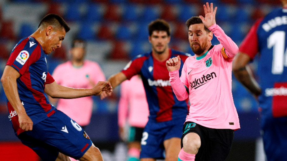 Тимът на Барселона изненадващо завърши 3:3 като гост на борещия
