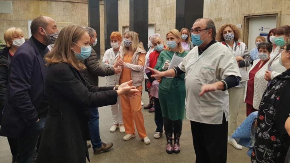 Дариха предпазни облекла за болниците в Пловдив