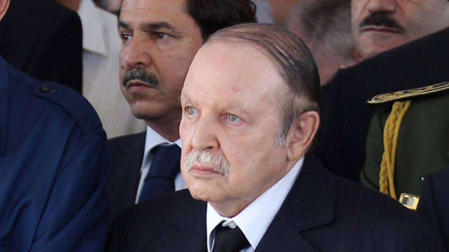Шефът на алжирския Генщаб иска президентът да бъде обявен за негоден да управлява