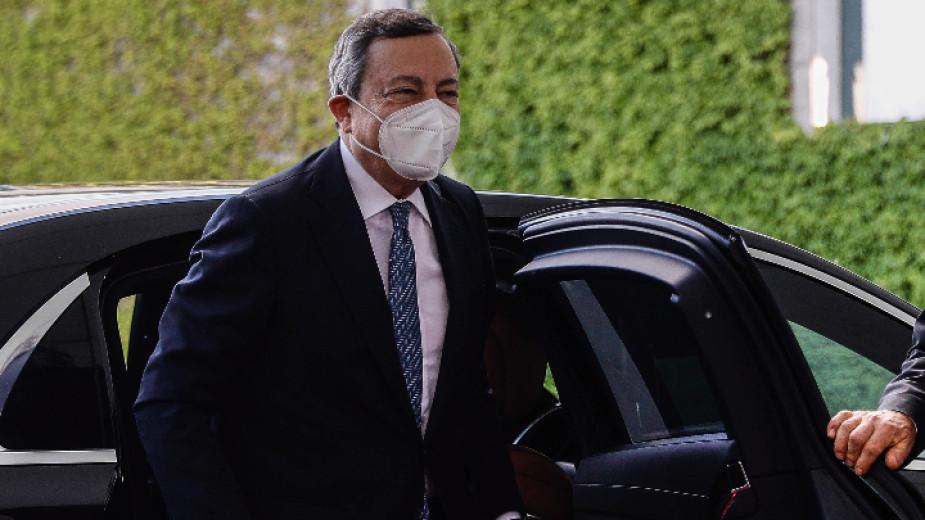 Италия се отказва от задължителните маски на открито от 28