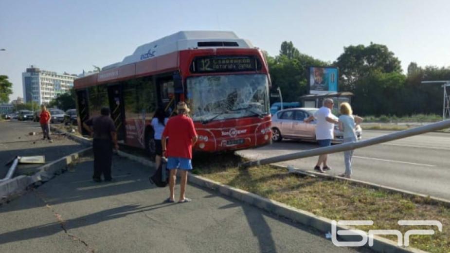 Автобус по линия №12 от градския транспорт на Бургас се