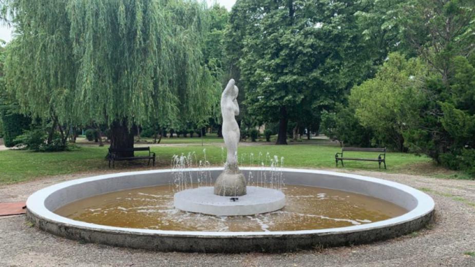 Фонтанът с фигурата на жена в Крайдунавския парк на Видин