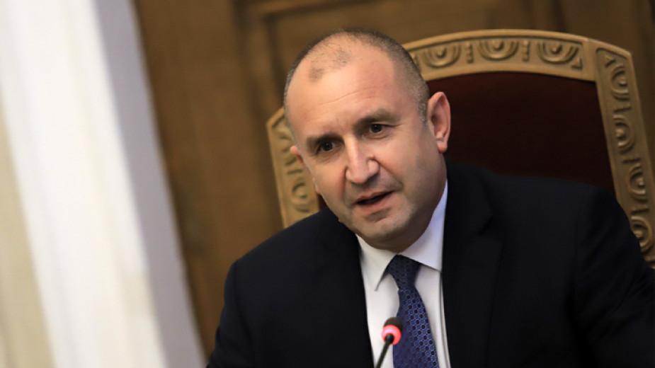 Президентът Румен Радев няма да бърза с връчването на първия