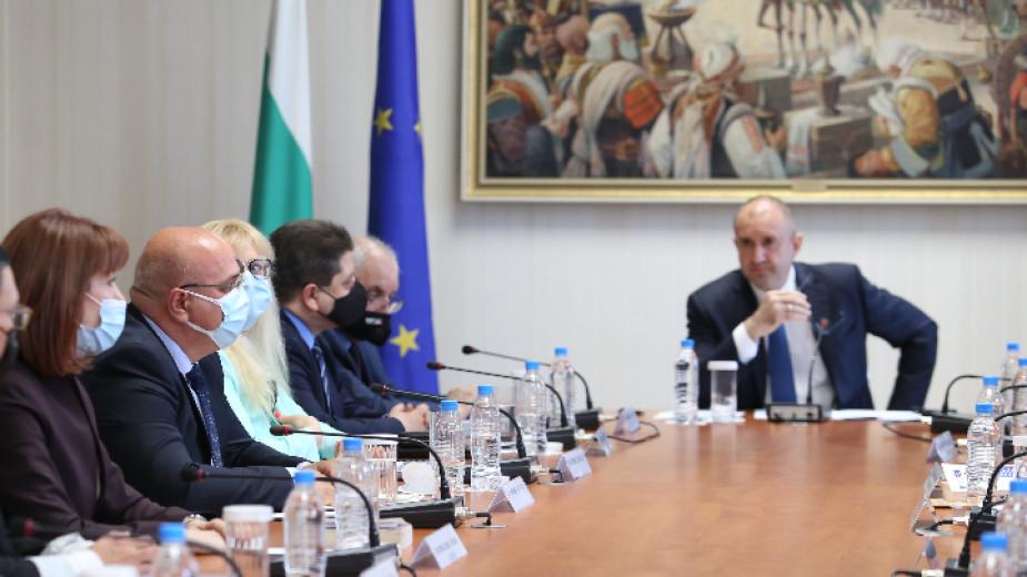 В президентството се провежда изслушването на предложените за състава на