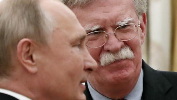 Владимир Путин и Джон Болтън (д.)