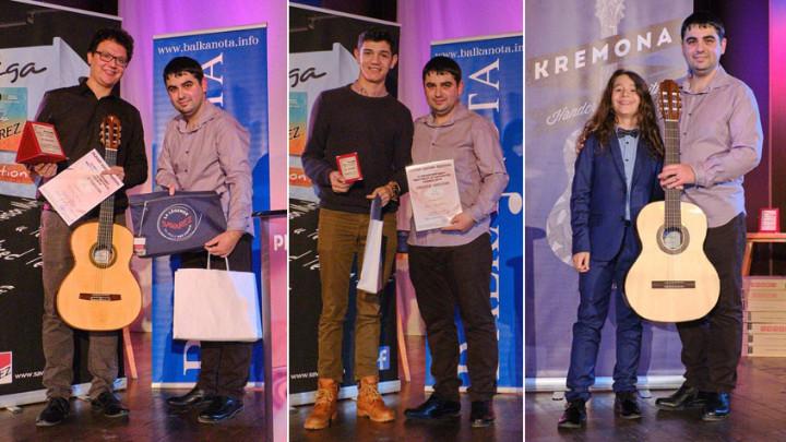 Michael Button, Yoan Dimchovski ve Samuel Solomon'a ödül takdimi.