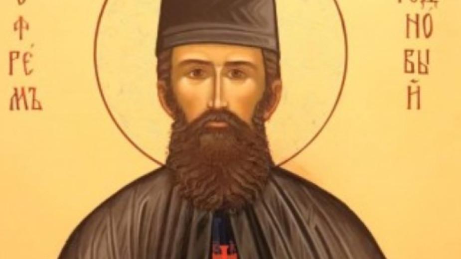 Иконата с чудотворните мощи на св. Ефрем Нови днес e