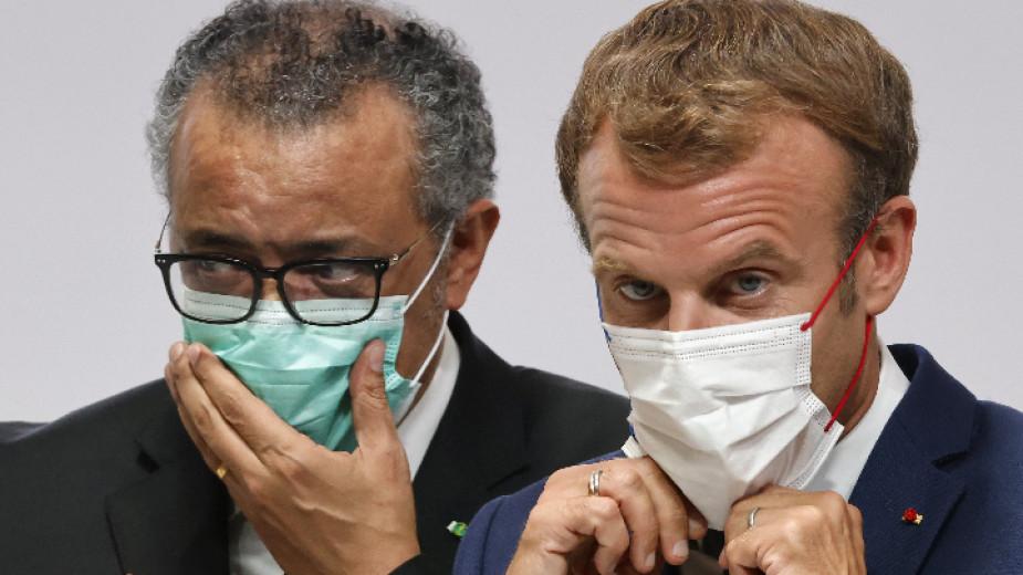 Френският президент Еманюел Макрон и генералният директор на Световната здравна