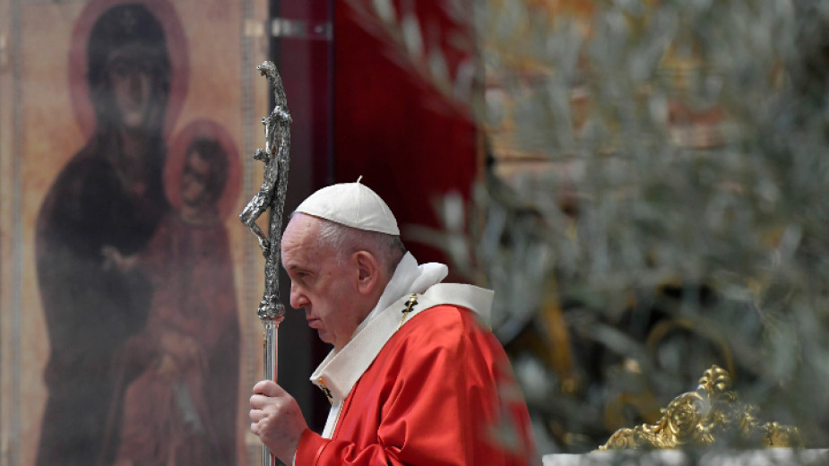 Папа Франциск постави началото на маратон от молитви с цел