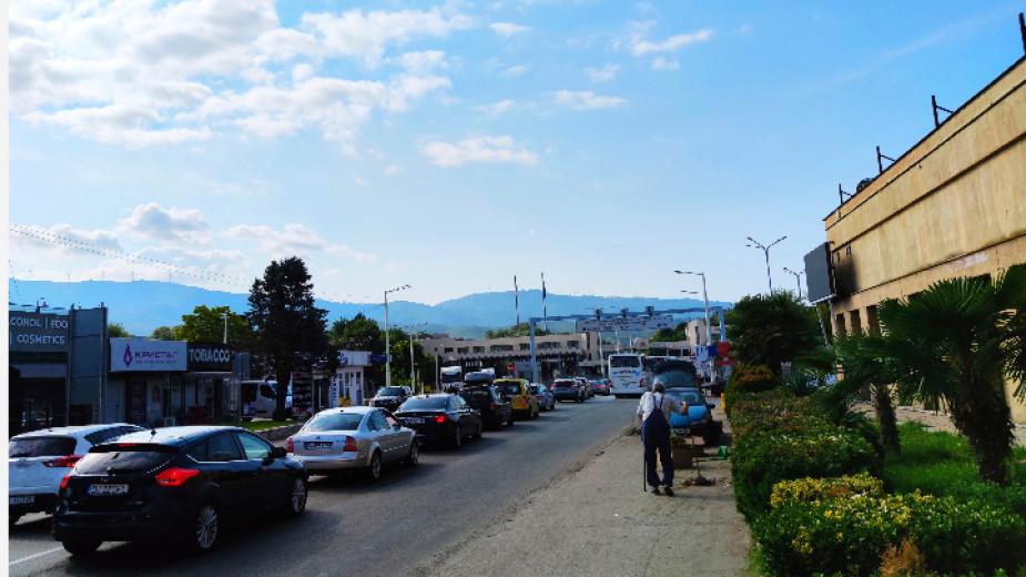Опашката от автомобили, изчакващи да преминат на гръцка територия през