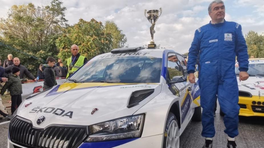 Шампионът на България Мирослав Ангелов с Шкода Фабия Рали води