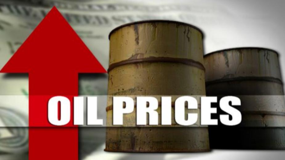 Петролът поскъпва силно, след като инвеститорите отново се фокусираха върху затягането на пазарните доставки