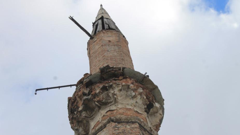 Започва спешно укрепване на обрушените части по джамията Фатих Мехмед