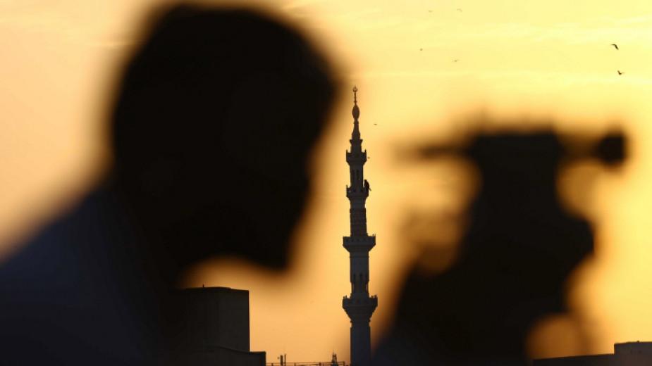 Започва свещеният за мюсюлманите месец Рамазан. Религиозните постят духовно и