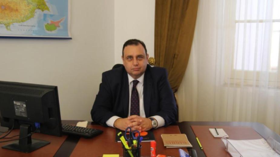 Проф. Угур Йозгьокер е ректор на Американския университет в Северен Кипър.