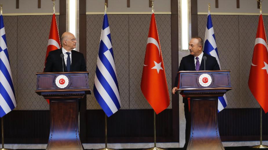 На съвместна пресконференция в Анкара се разрази спор между гръцкия
