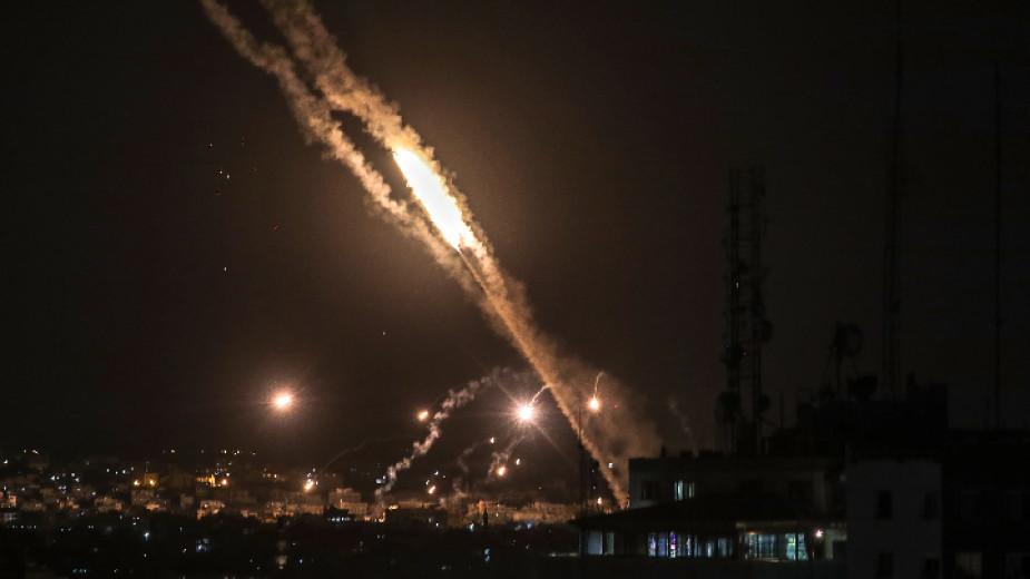 Израелските военни засилиха офанзивата си срещу Газа след ракетни атаки