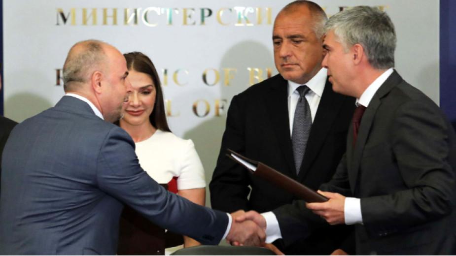 """Në praninë e Kryeministrit Borisov """"Bulgartransgaz"""" dhe """"Konsorciumi Arkad"""" nënshkruan marrëveshje për ndërtimin dhe fillimin e eksploatimit të infrastrukturës së transmetimit të gazit nga kufiri bullgar me Turqinë deri në atë me Serbinë."""