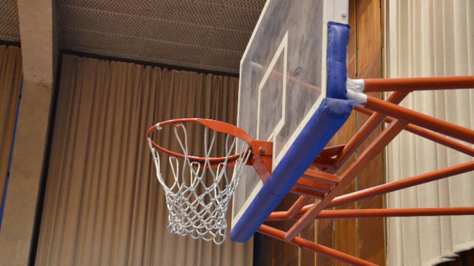 """Резултат с изображение за """"баскетболен шампионат празни зали"""""""