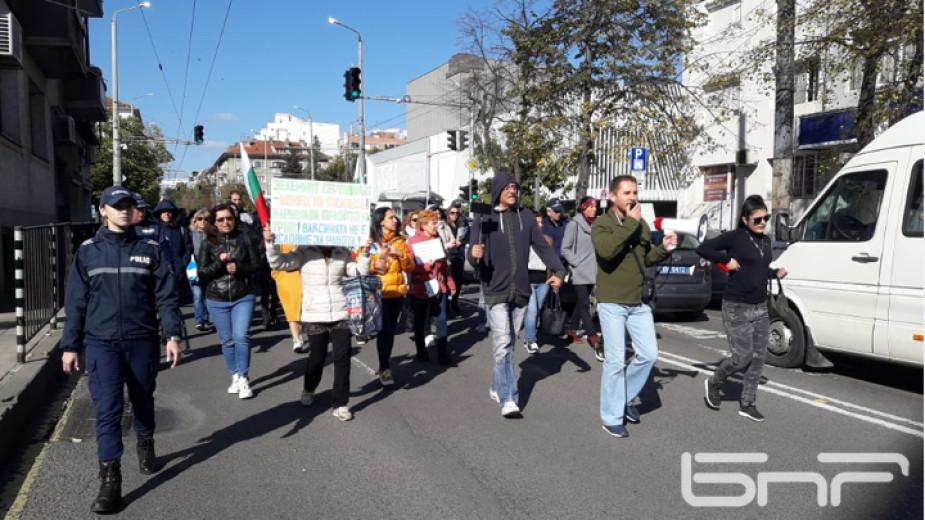 Близо 50 протестиращи затрудниха за кратко движението по бул.