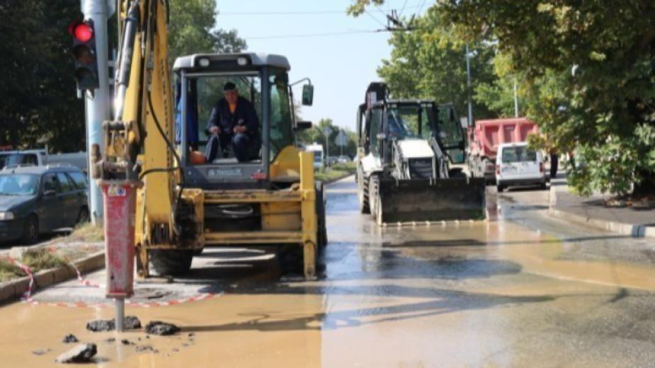 Няколко крупни водопроводни аварии обричат на безводие до следобед живеещите