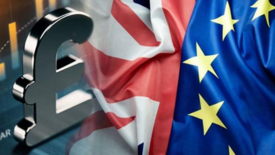 Резки колебания на британската лира след противоречиви новини за Брекзит преговорите